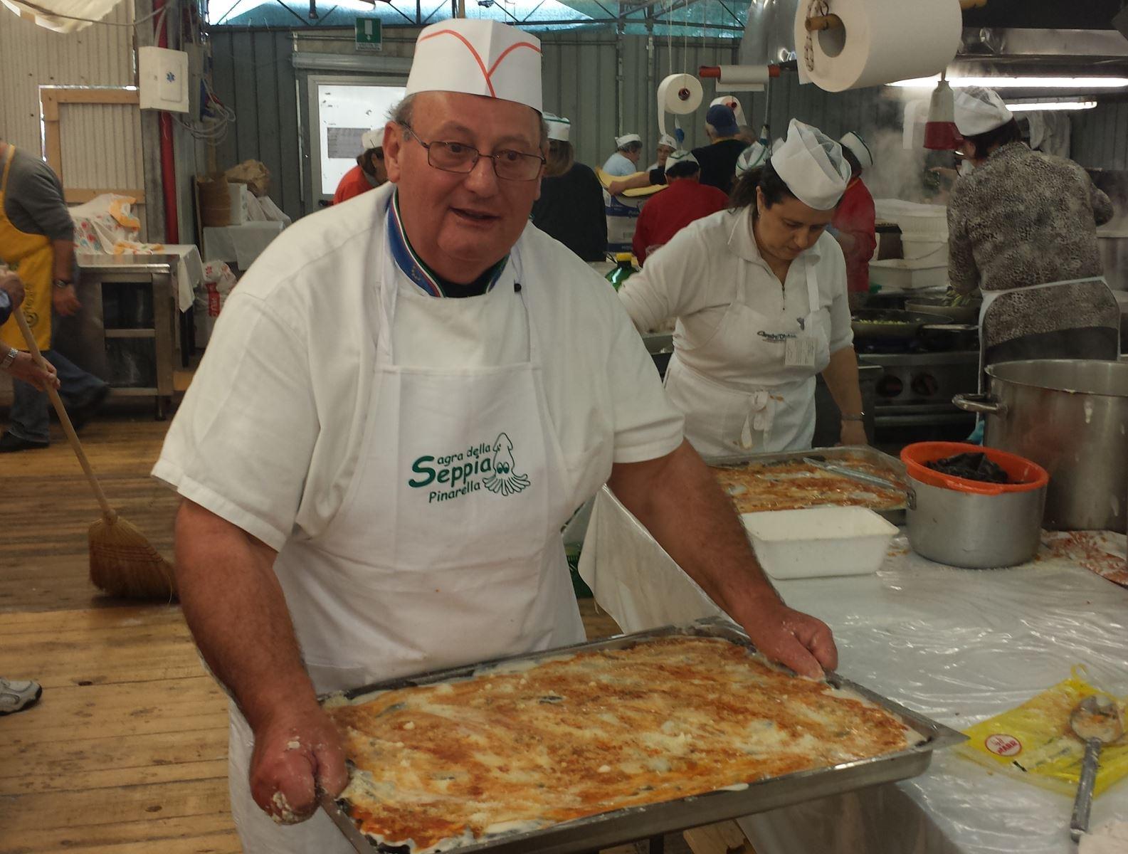Lo chef Farabegoli a lavoro